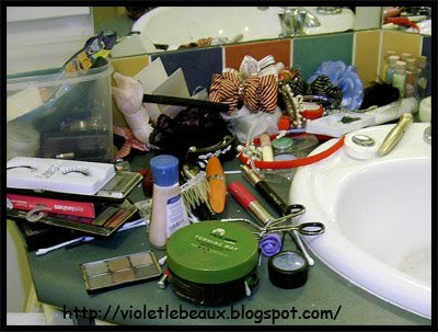 Cleaning is stylish… how to organise your make up